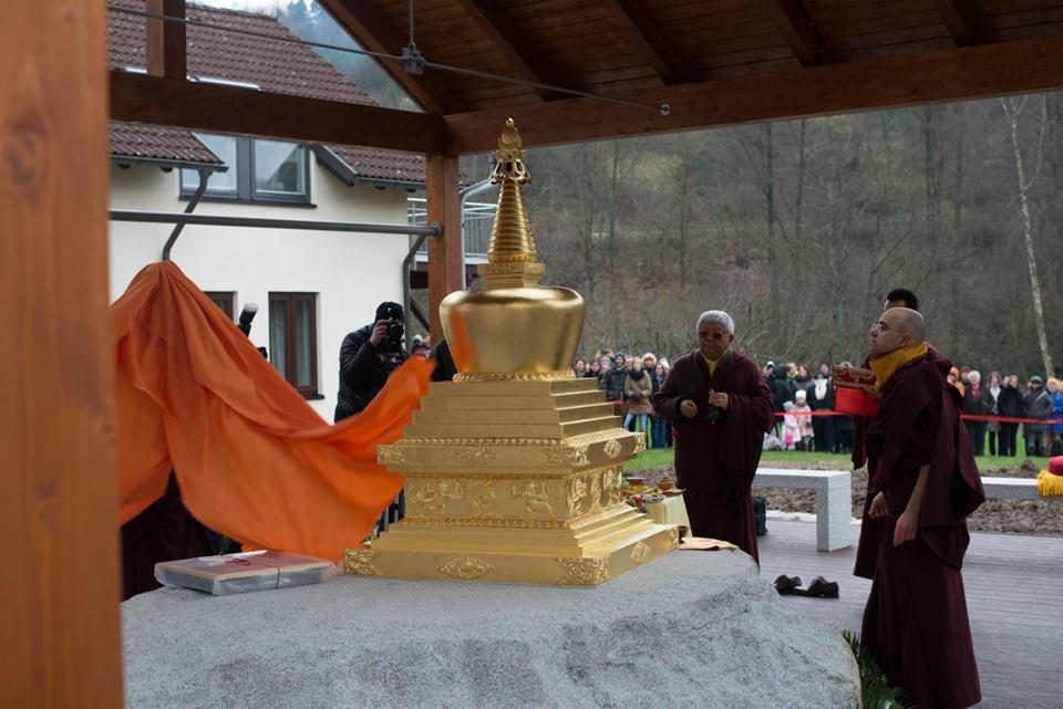 Již proběhlo: Inaugurace stúpy akurz sJigme Rinpočhem vRenchen-Ulmu